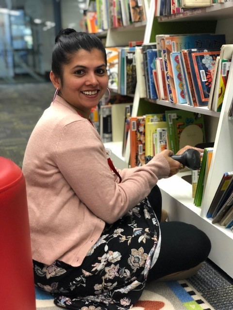 A photo of a teacher in the library